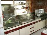 キッチンリフォーム:明るく清潔感のあるキッチン