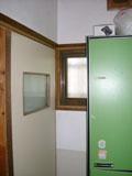 トイレ脇のこのスペースに以前小便器がありました。