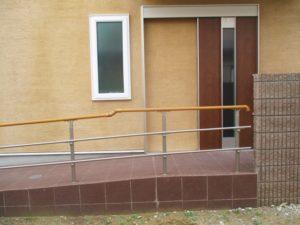 バリアフリー玄関スロープ